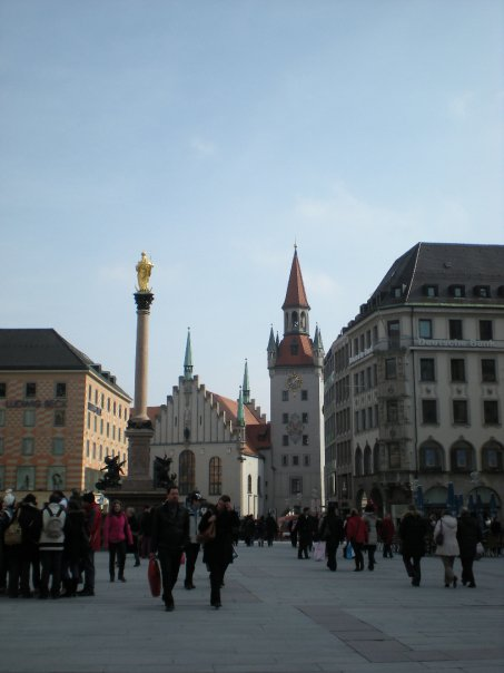 Marienplatz with the Old Town hall and Mariensäule (Mary's Column)