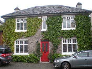 I love the red front door!