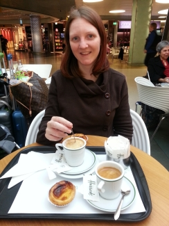 Eating pasteis de nata in Lisbon airport