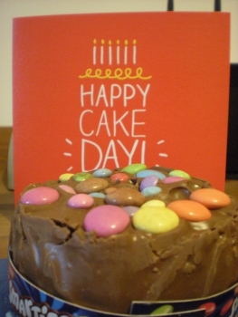 A firned in the UK sent me this lovely card and mini Smarties cake, along with other British goodies