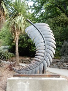 I assume this is supposed to be a silver fern