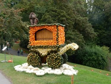 Barrel organ with monkey